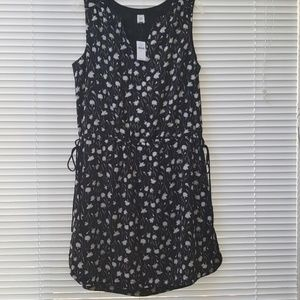 Adorable dress with pockets!! NWT